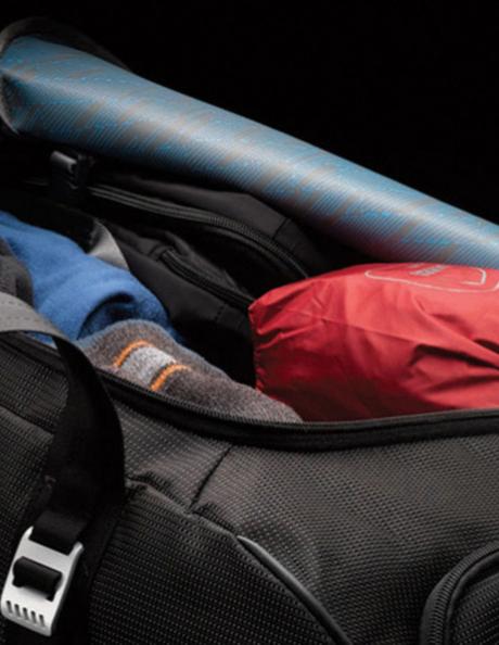 THULE Багажная сумка Crossover 87л Rolling Duffel TCRD2 на колесах, черная (Black) 8523 Артикул: 3201094